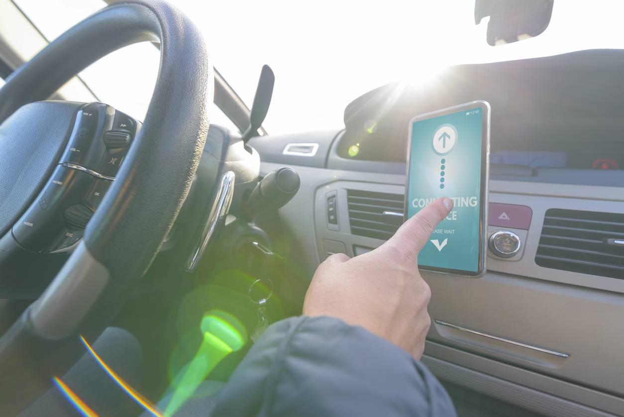 accessoires pour smartphone fixation auto